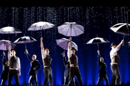 File:Glee-singing-in-the-rain.jpg