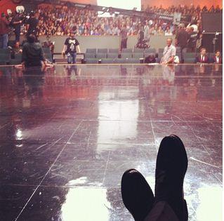 File:Feet tweet.JPG