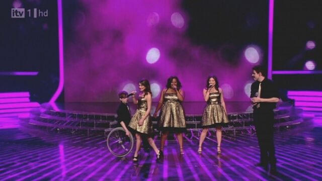 File:Glee-x-factor-12062010-03-820x461.jpg