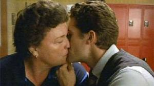 File:Will and Beiste kiss.jpg