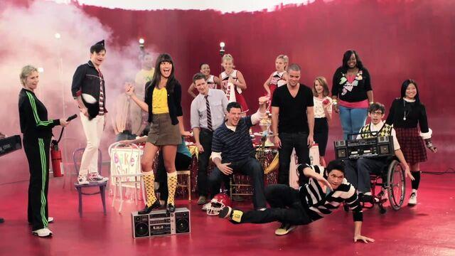 File:Glee-Cast-Season-2-Photoshoots-glee-15316990-1280-720.jpg