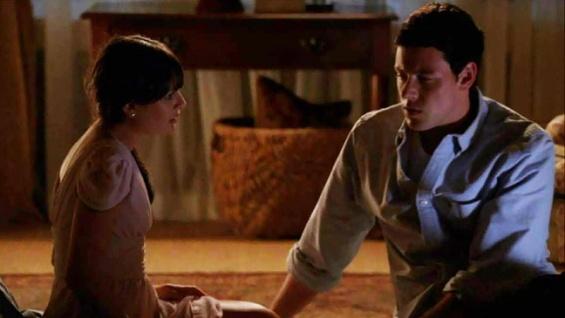 File:Glee lea cory fireplace screenshot 648x365.jpg