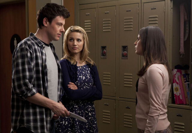 File:S2E17 Finn, Quinn and Rachel.jpg