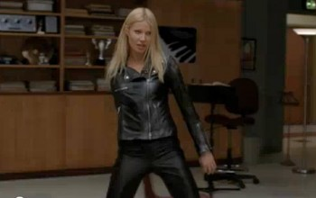 File:Gwyneth paltrow appears on an episode of glee wearing all leather pic youtube 888191884.jpg