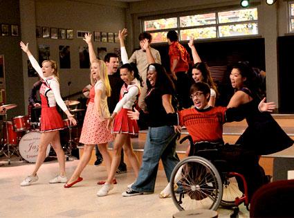 File:425.glee.scene.dance.lc.120909.jpg
