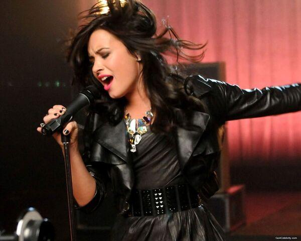 File:Demi-Lovato-004-1280x1024.jpg