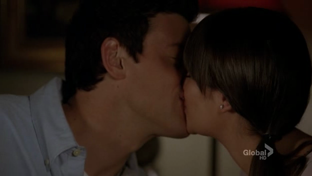 File:Finn and rachel the first time kiss.png