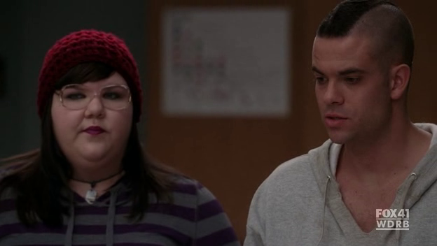 File:Glee-2x09-Lauren-Puck-Cap-11.png
