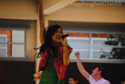 File:Naya-Rivera-Boston-Glee-Live-glee-22729211-500-336.jpg