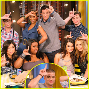 File:Glee-cast-tyra-banks-show.jpg