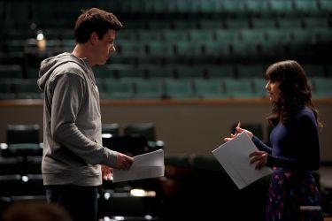 File:Finn and Rachel on stage.jpg