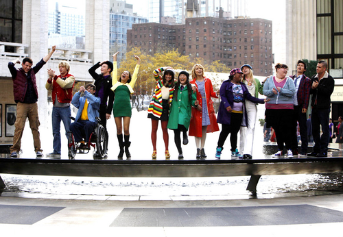 File:Glee Cast Glee New York 5.png
