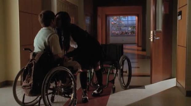 File:Glee tartie kiss.jpg