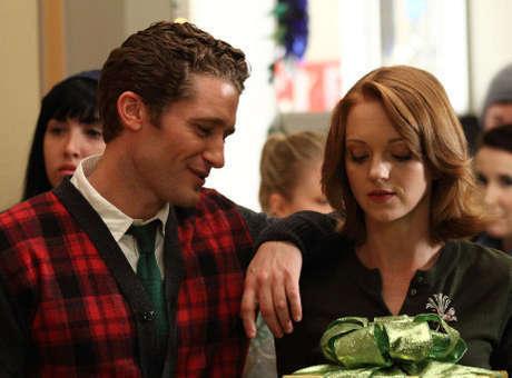 File:Glee-xmas-will n emma.jpg