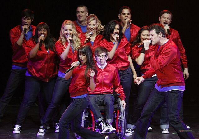 File:GLEE-CONCERT-ARIZONA-MAY-15-2010-glee-12236542-2560-1793.jpg