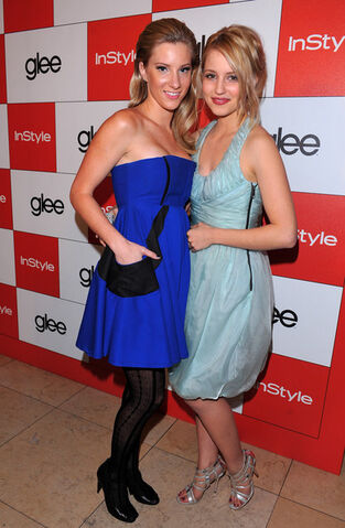 File:InStyle 20th Century Fox Celebrate Glee Golden hzfAU4rf91Nl.jpg