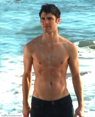 File:Sexydarrenonthebeach.jpg