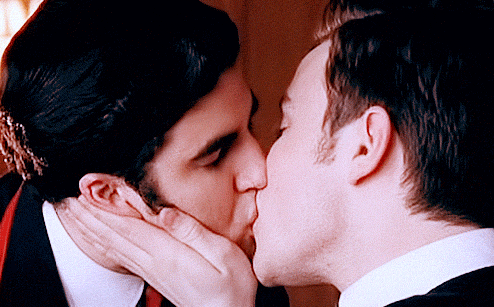 File:Klaine kiss.png