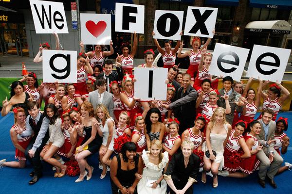 File:Glee-Cast-glee-6390962-600-4001.jpg