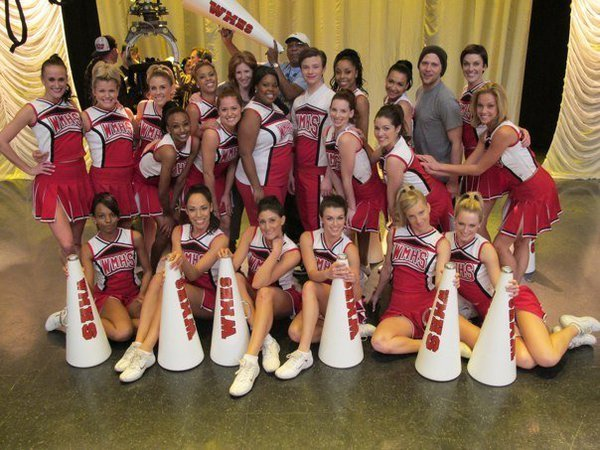File:Cast-cheerio-glee-10362741-600-450.jpg