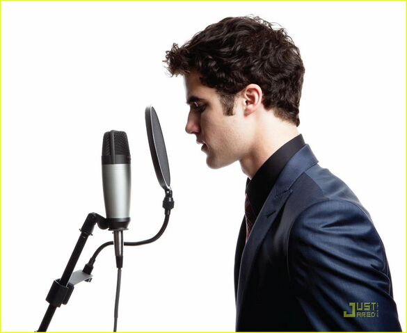 File:Darrensinging.jpg