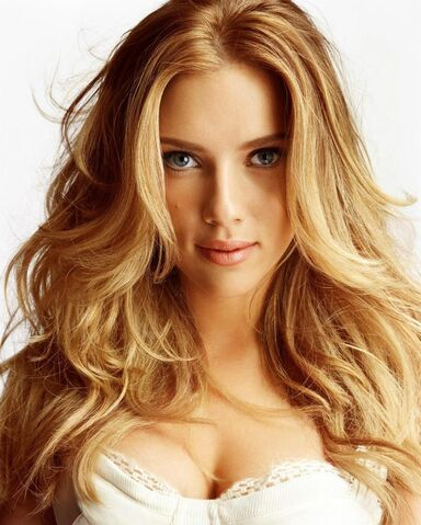 File:Celebrity-long-wavy-hairstyle-from-Scarlett-Johansson2.jpg