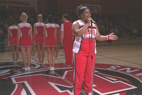 File:Glee11-mercedes-sings-beautiful.jpg