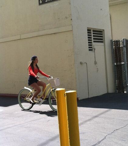 File:Lea Michele On Set @ Paramount.jpg