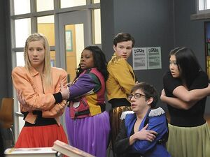 Glee-17-brittany-mercedes-artie-kurt-and-tina