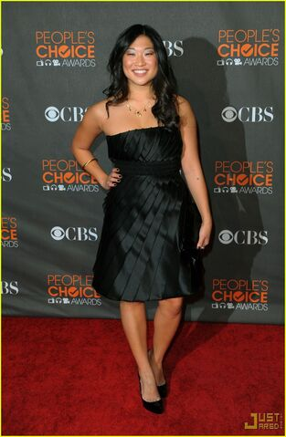 File:Glee-cast-mark-salling-dianna-agron-jenna-ushkowitz-2010-peoples-choice-awards-01.jpg