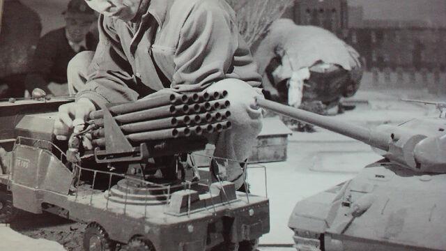File:Behind Raids Again - 24 Twin Rocket Car.jpg