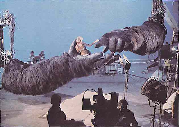 File:Jessica Lange and Kong Arm Animatronics.jpg