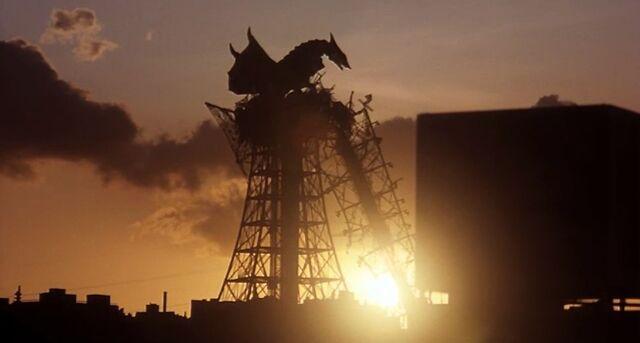File:Super Gyaos perched at dawn.jpg