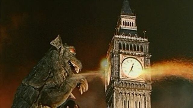 File:Gorgo near Big Ben.jpg