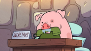 S1e13 waddles holding mabel's calls