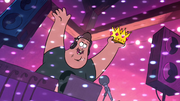 S1e7 soos with crown contest start.png