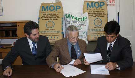 File:Ecuador Signing2 w.jpg