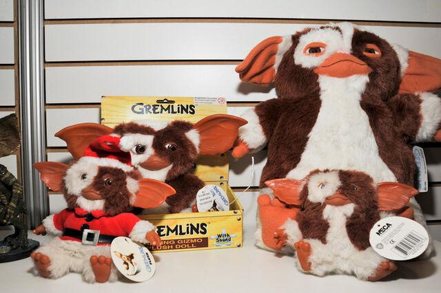 File:Gremlins-gizmo-plush-assortment-neca-toy-fair-2011 786 poster.jpg