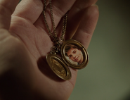 317-Kelly's locket