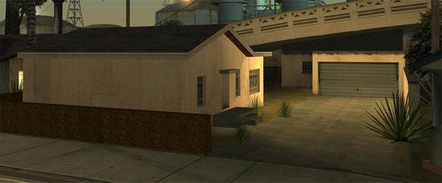 File:LocoLowCo-GTASA-exterior.jpg