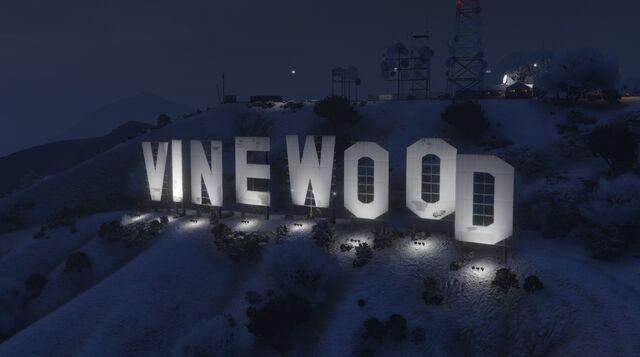 File:VinewoodSign-GTAO-Snow-Night.jpg