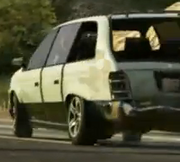 Minivan-GTAV-trailer-damaged-back