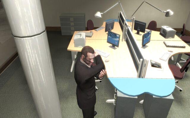 File:Computers GTAIV GoldbergLigner Niko.jpg