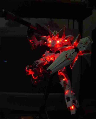 File:Gundam Unicorn lights.jpg