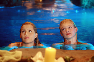 File:Rikki-and-emma-h2o-just-add-water-6726009-395-263.jpg