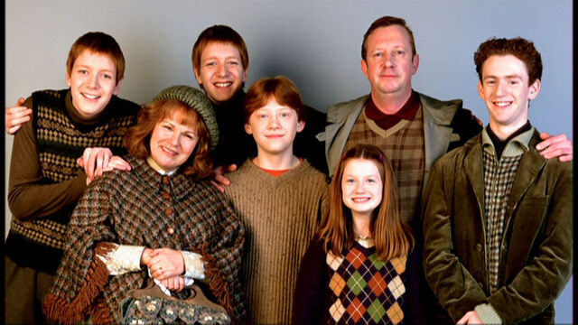 File:The-Weasley-Family-harry-potter-9137817-1024-576.jpg