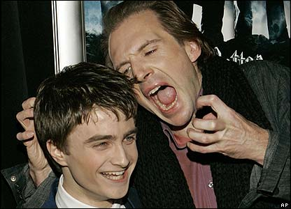 File:Daniel Radcliffe (Harry Potter) with Ralph Fiennes (Voldemort).jpg