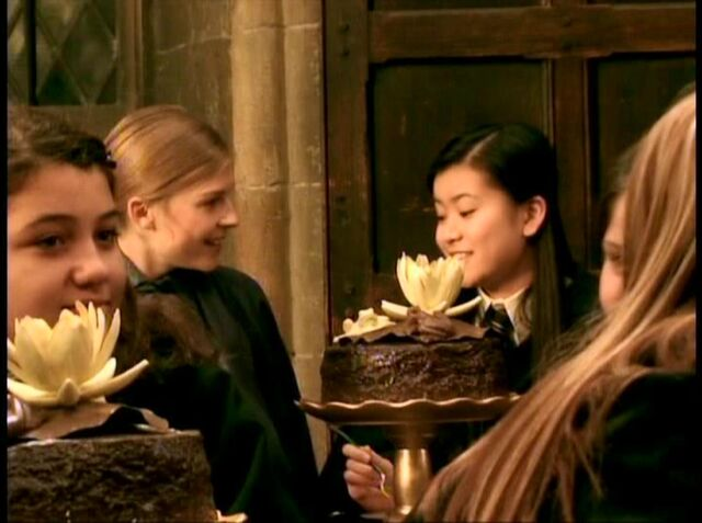 File:Fleur DelaCour sitting beside Cho Chang at the Ravenclaw table 02.JPG