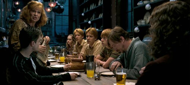 File:Order-of-the-phoenix-movie-screencaps.com-2004.jpg
