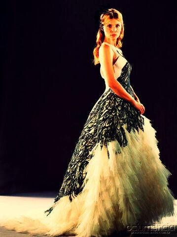 File:Fleur Delacour Wealsey's Wedding dress.jpg